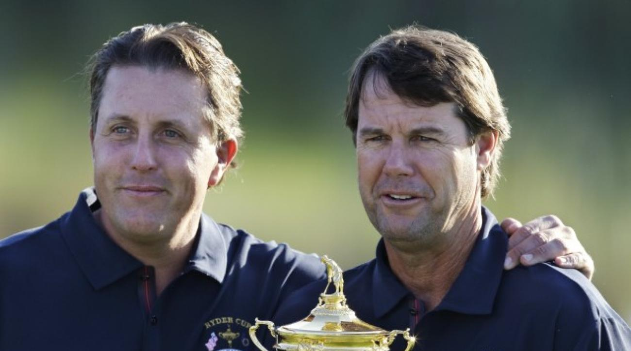 United States team captain Paul Azinger, right, and USA's Phil Mickelson pose with the Ryder Cup during a photo shoot for the Ryder Cup at the Valhalla Golf Club, in Louisville, Ky., Wednesday, Sept. 17, 2008.  (AP Photo/Chris O'Meara)