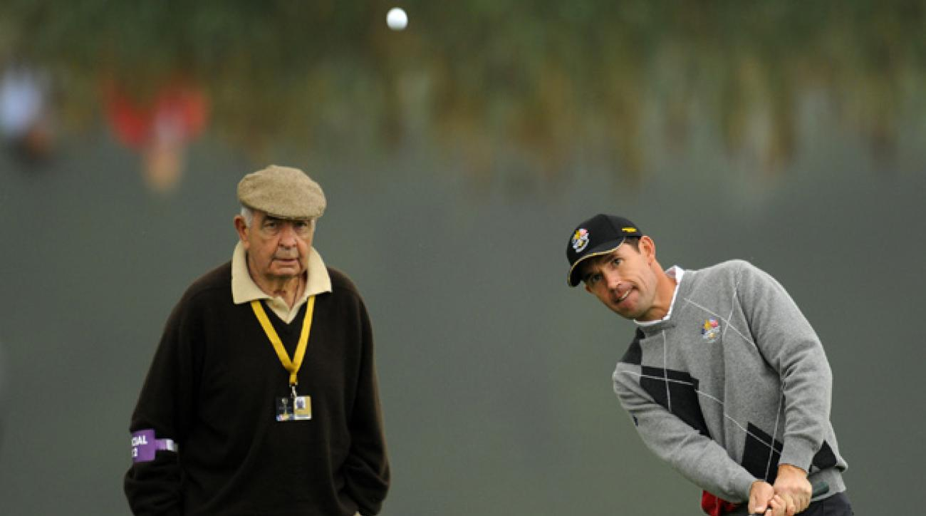 Bob Torrance watches Padraig Harrington during a 2010 practice session.