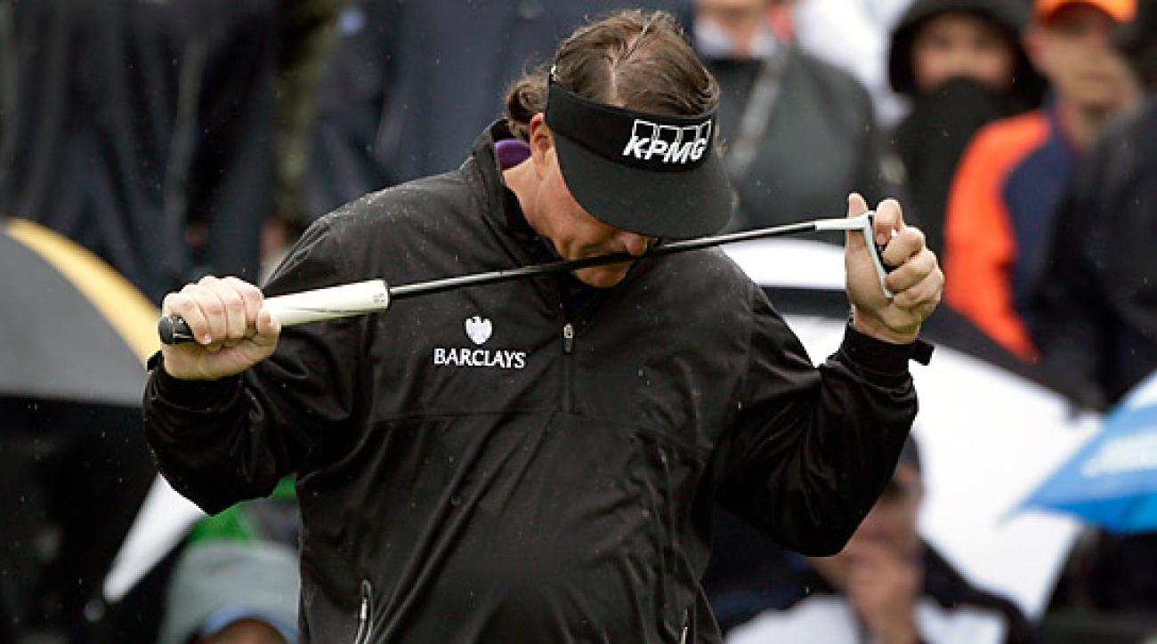 Phil Mickelson bogeyed the 16th and 17th holes in the final round and came up one shot short of qualifying for a sudden-death playoff.