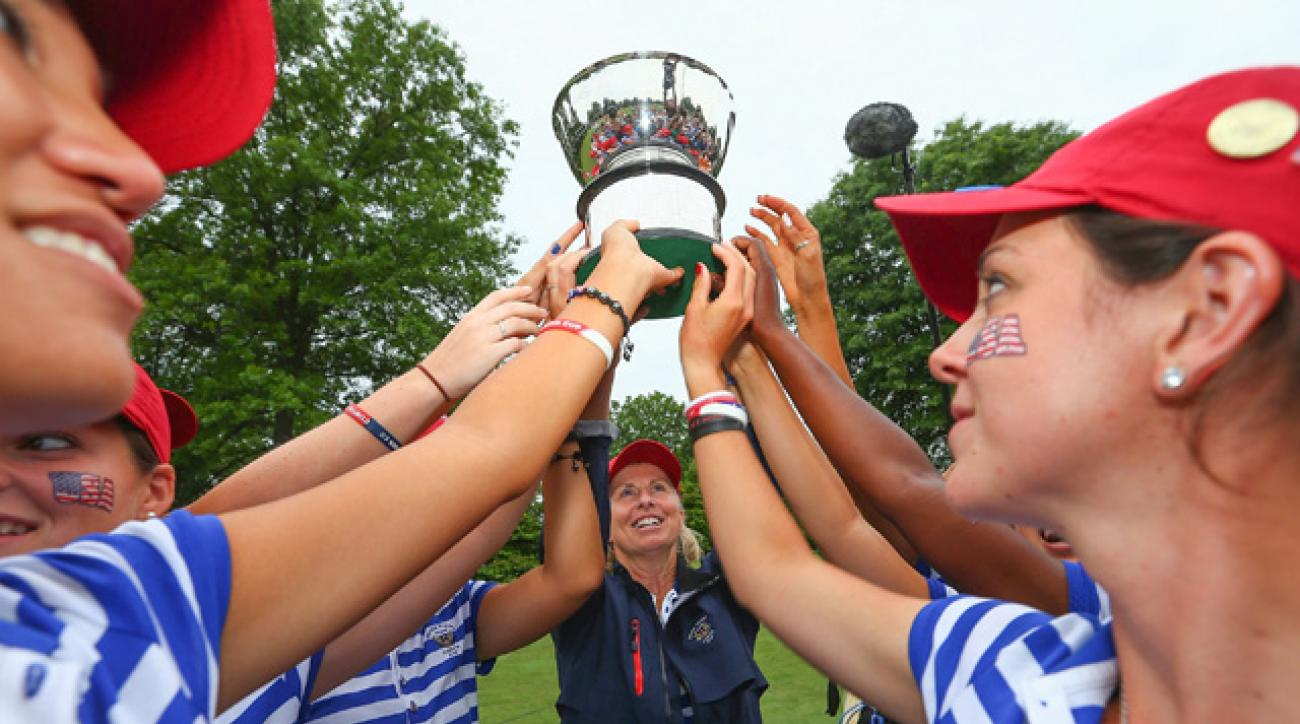 United States team captain Ellen Port hoists the Curtis Cup trophy with her team after winning the 38th Curtis Cup.