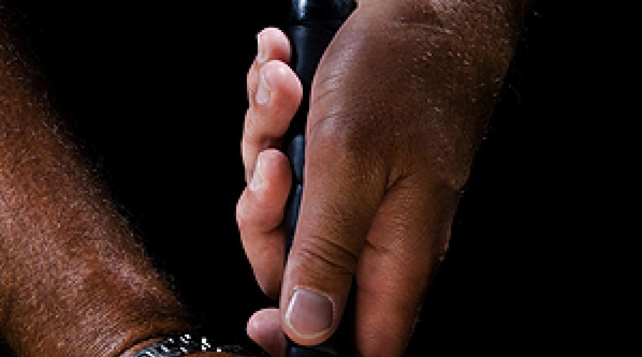 <p>Chris DiMarco's claw putting grip.</p>