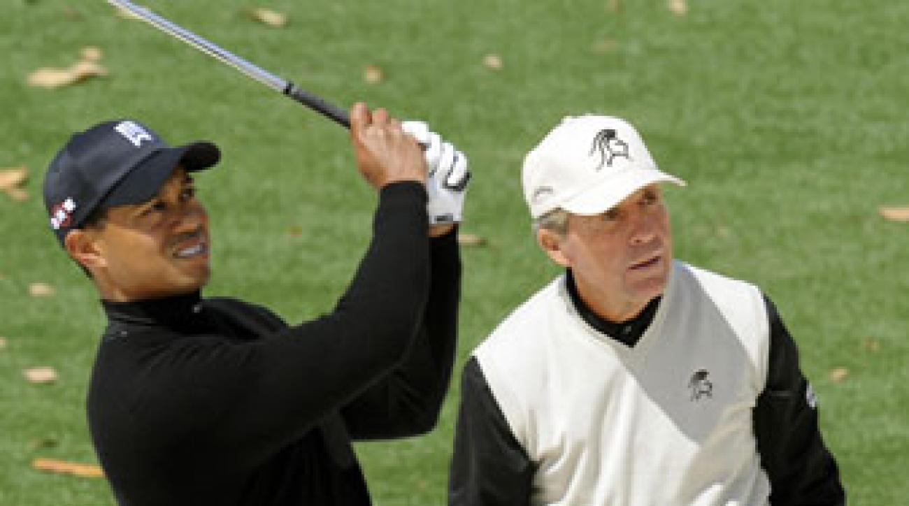 Gary Player watches Tiger Woods play a shot at Augusta National in 2009.