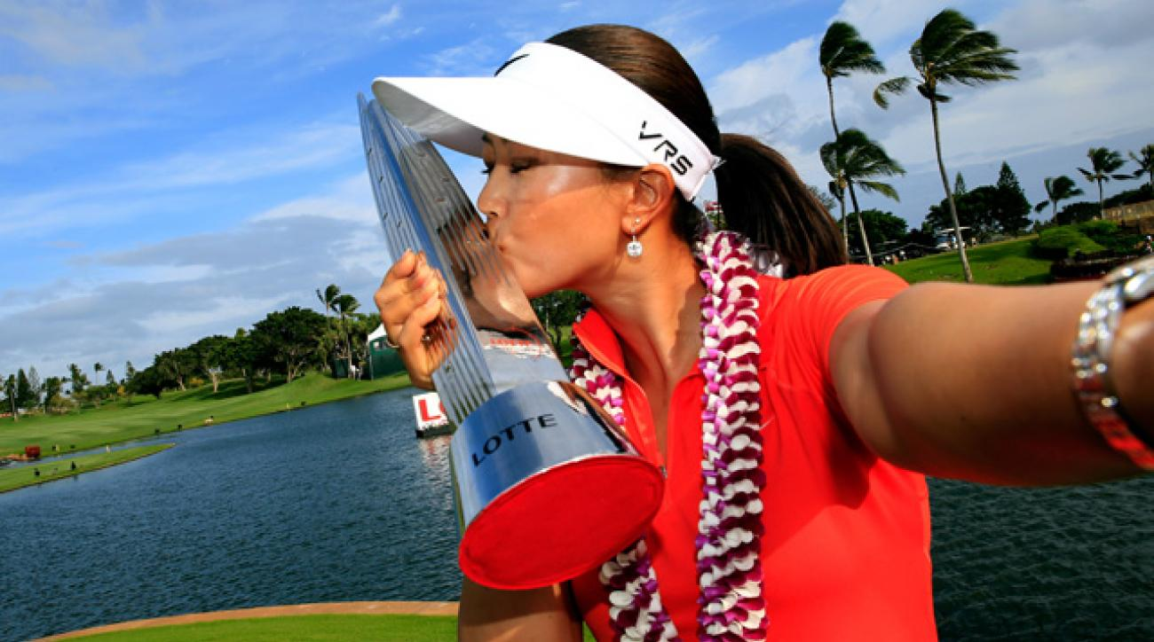 Michelle Wie snaps a selfie on the 18th green.