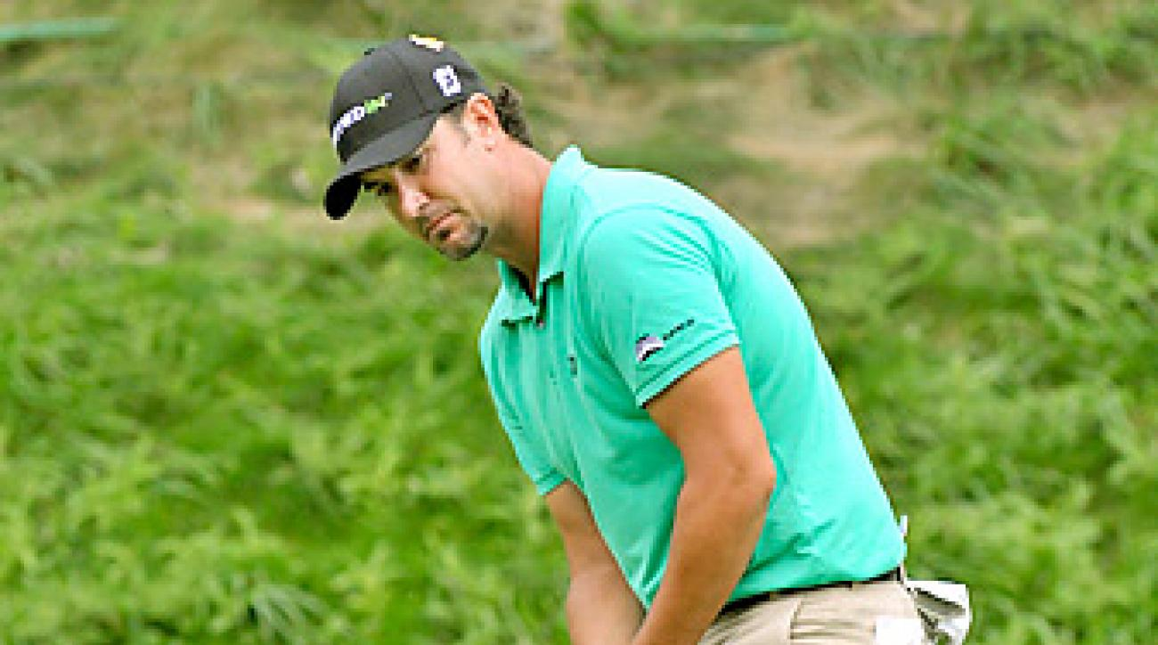 Scott Piercy drained this birdie putt on his final hole of the day to equal the course record at the Canadian Open.