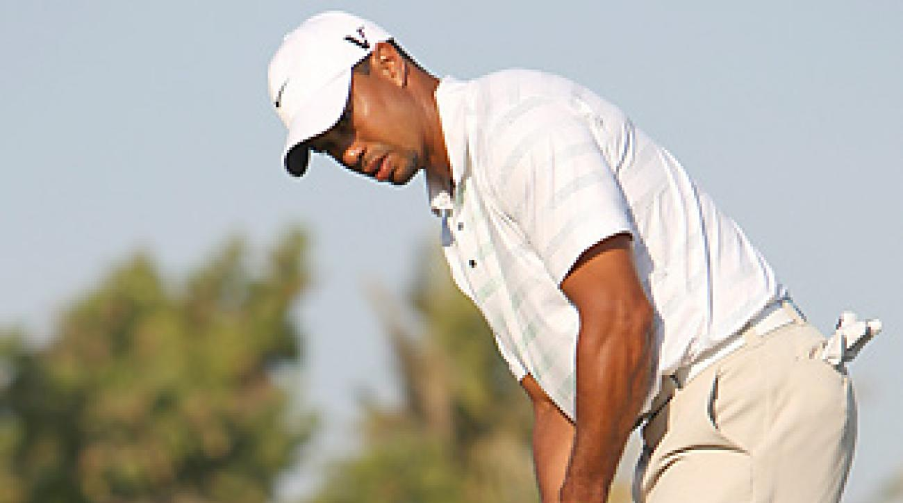 One day after struggling on the greens, Tiger Woods made several key putts on Friday for a 69.