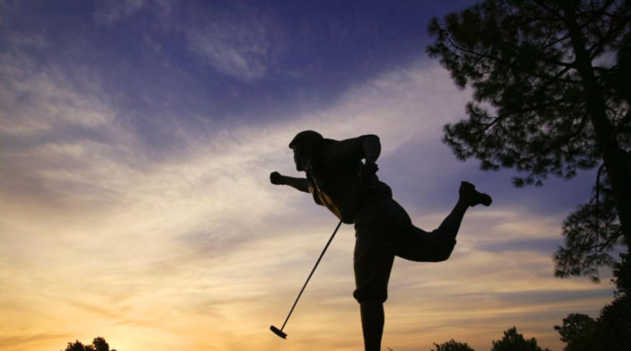 The Payne Stewart statue at Pinehurst.
