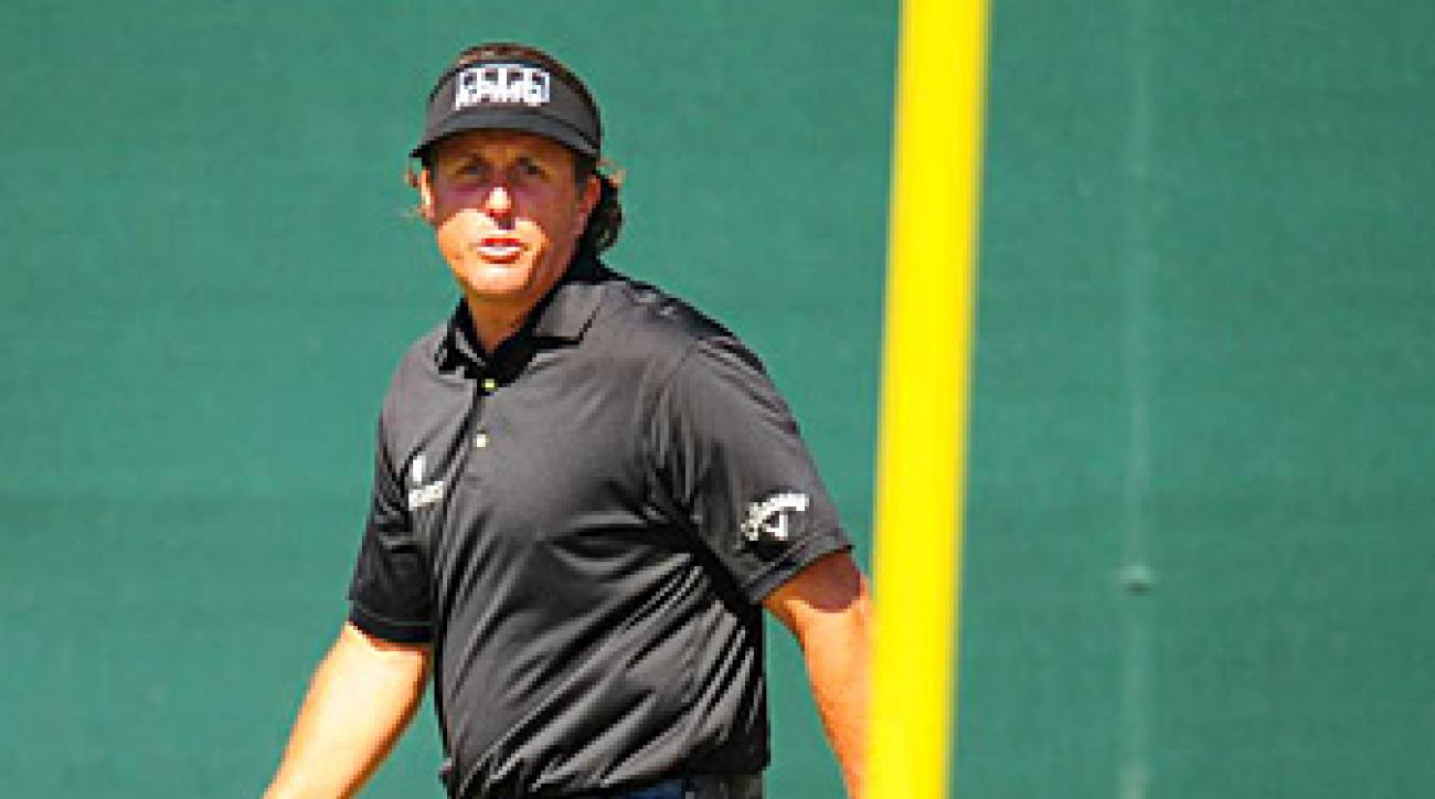 Phil Mickelson shot a four-under 68 in the second round.