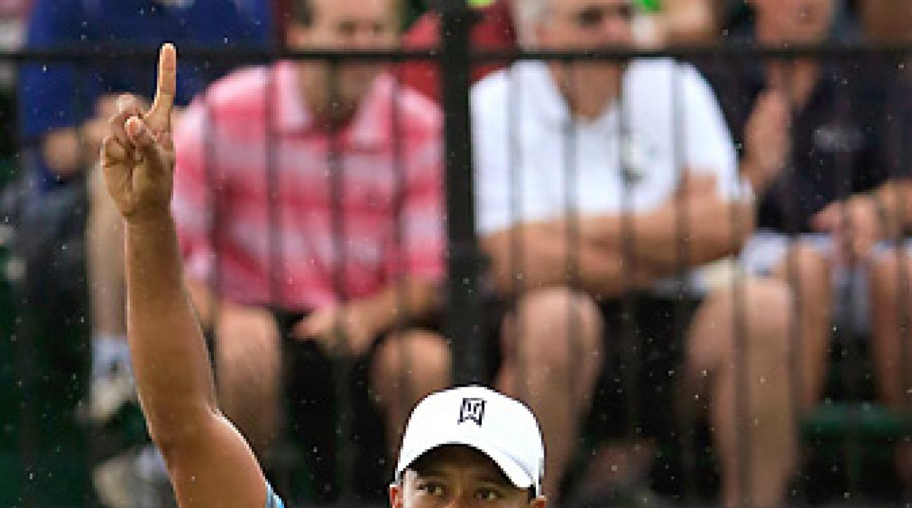 Tiger Woods celebrated after making a long par putt on the 18th hole on Friday for a 61.