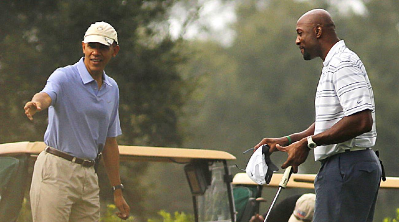 President Barack Obama ran into former NBA star Alonso Mourning at Grande Oaks Golf Club in Fort Lauderdale, Fla.