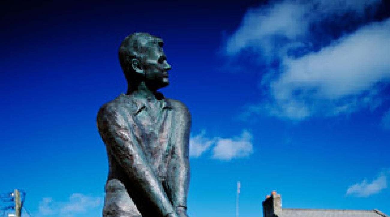 Statue of Bill Clinton, Ballybunion, Ireland
