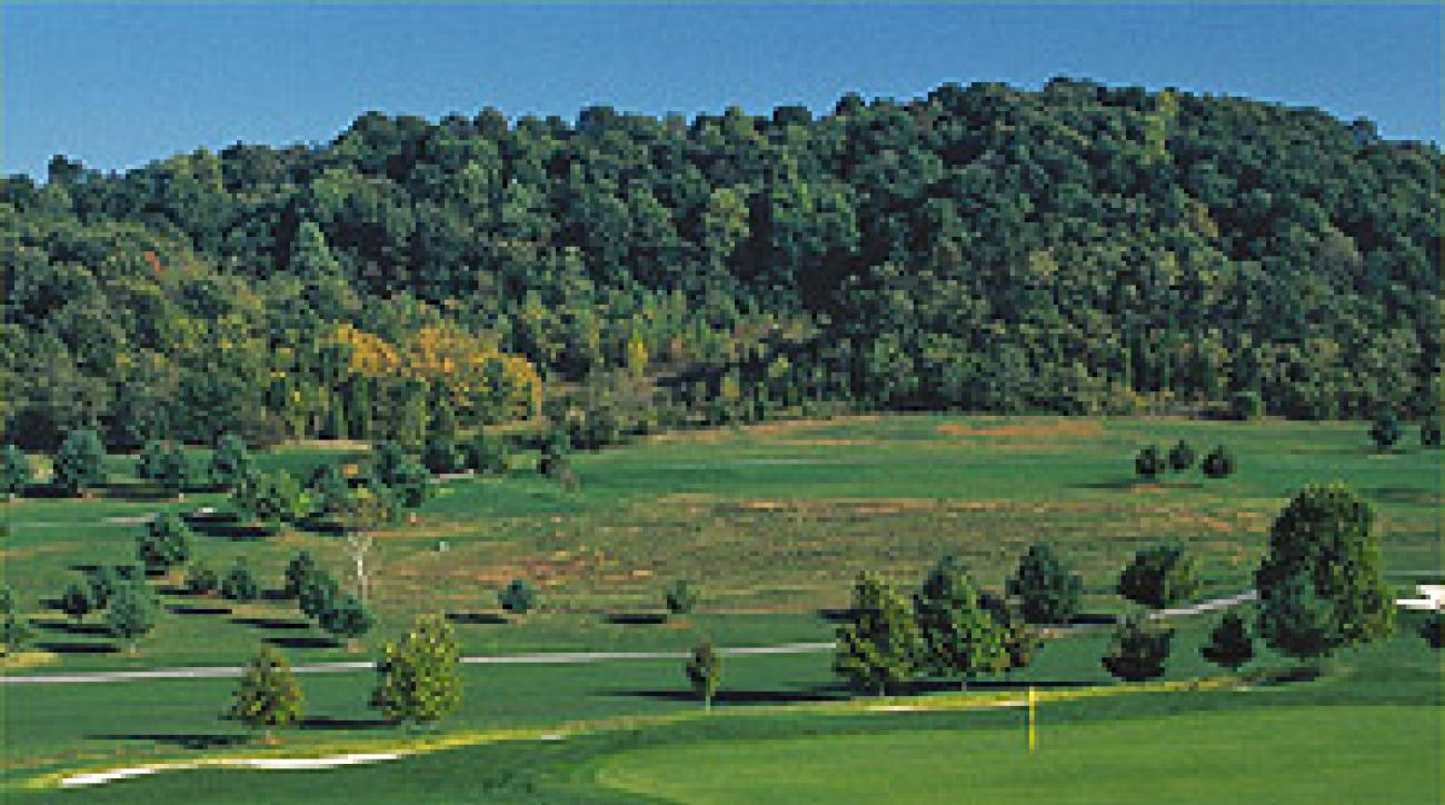 """The 1st hole on the Chimney Top nine, one of the three loops at Graysburg Hills <span class=""""picturesource"""">Ross D. Franklin</span>"""