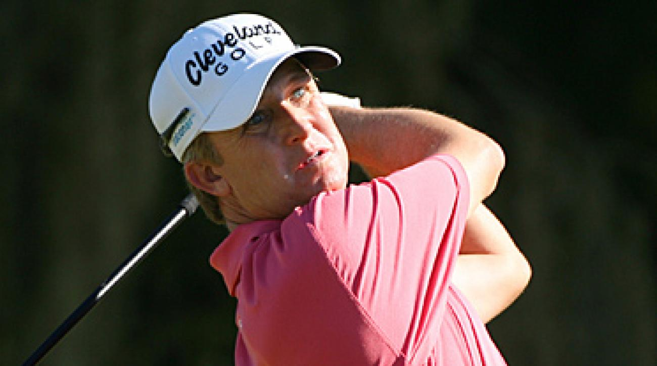 David Toms vaulted into first place with a 66 in the second round.