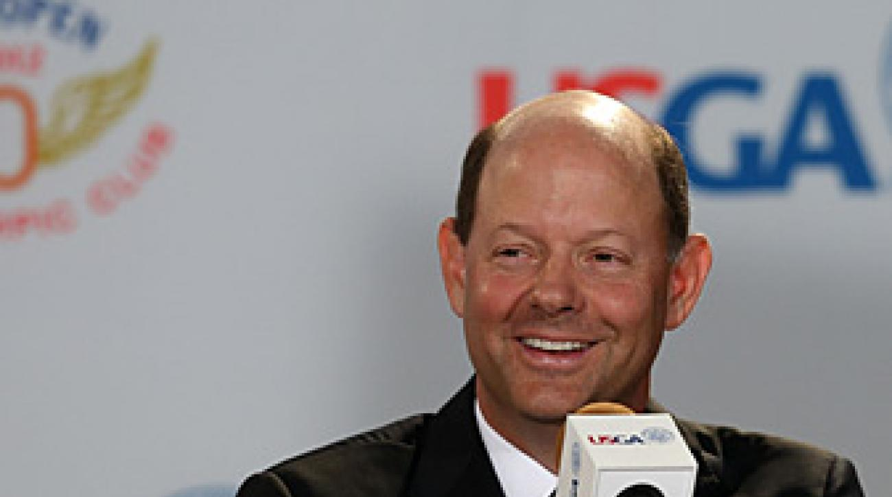 USGA executive director Mike Davis is expected to discuss the proposed anchored-stroke ban with players next week.