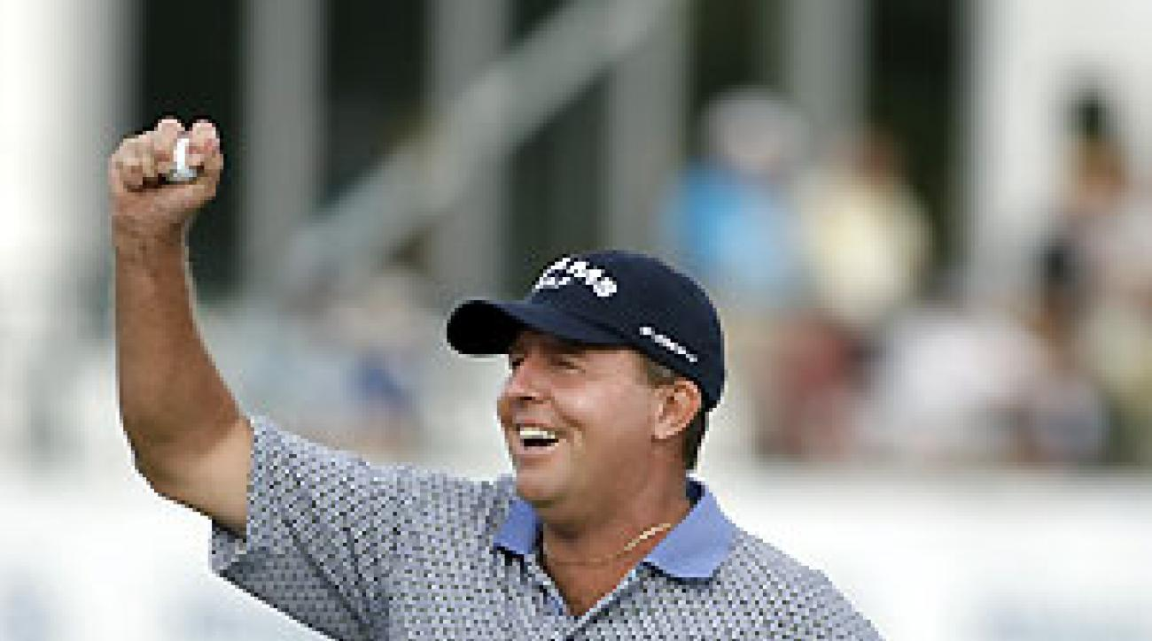 Scott Hoch birdied five of the final eight holes to win by one.