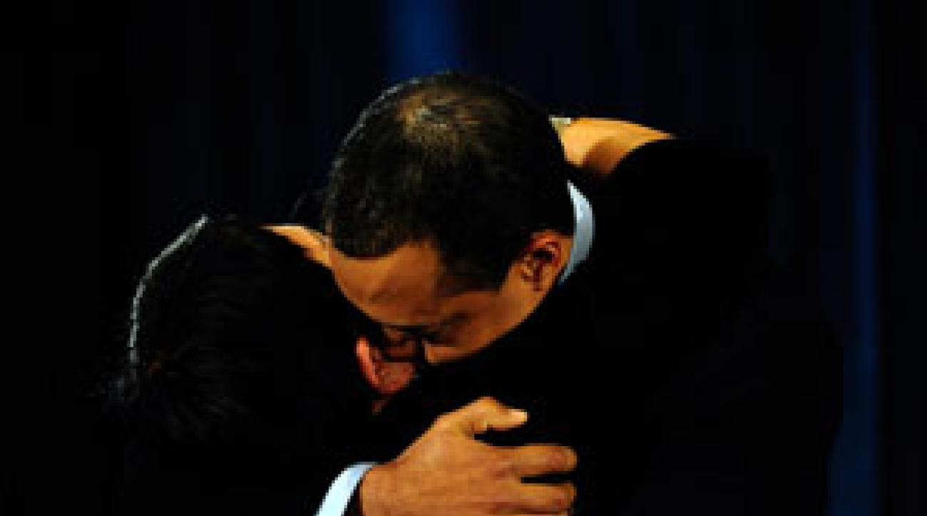 Tiger Woods hugged his mother, Tida, after issuing his statement.
