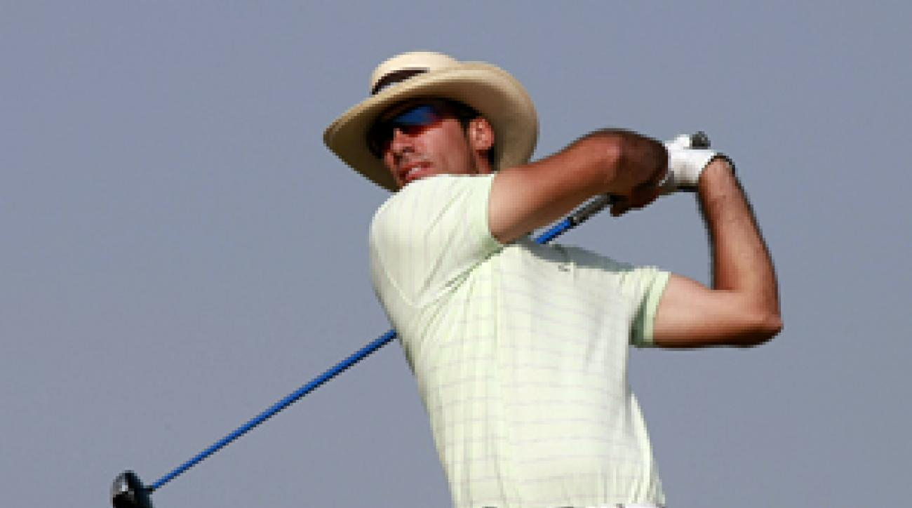 Alvaro Quiros made eight birdies and no bogeys for a one-shot lead.