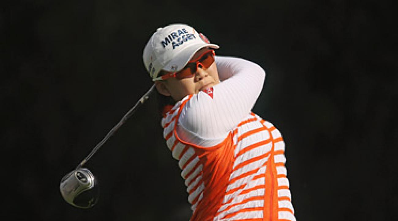 Jiyai Shin has a four-stroke lead at the rain-delayed Kia Classic.