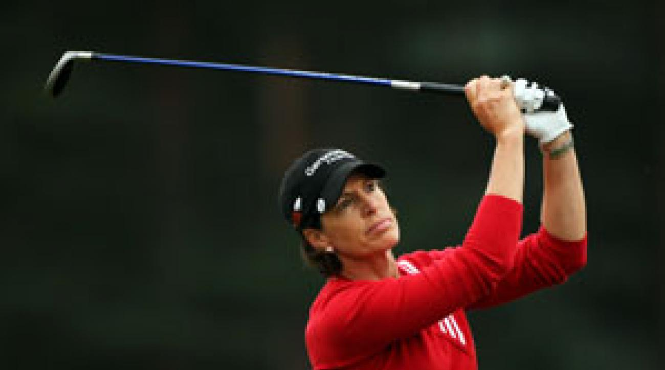 Juli Inkster shot a seven-under 65, highlighted by an eagle on the par-4 ninth.