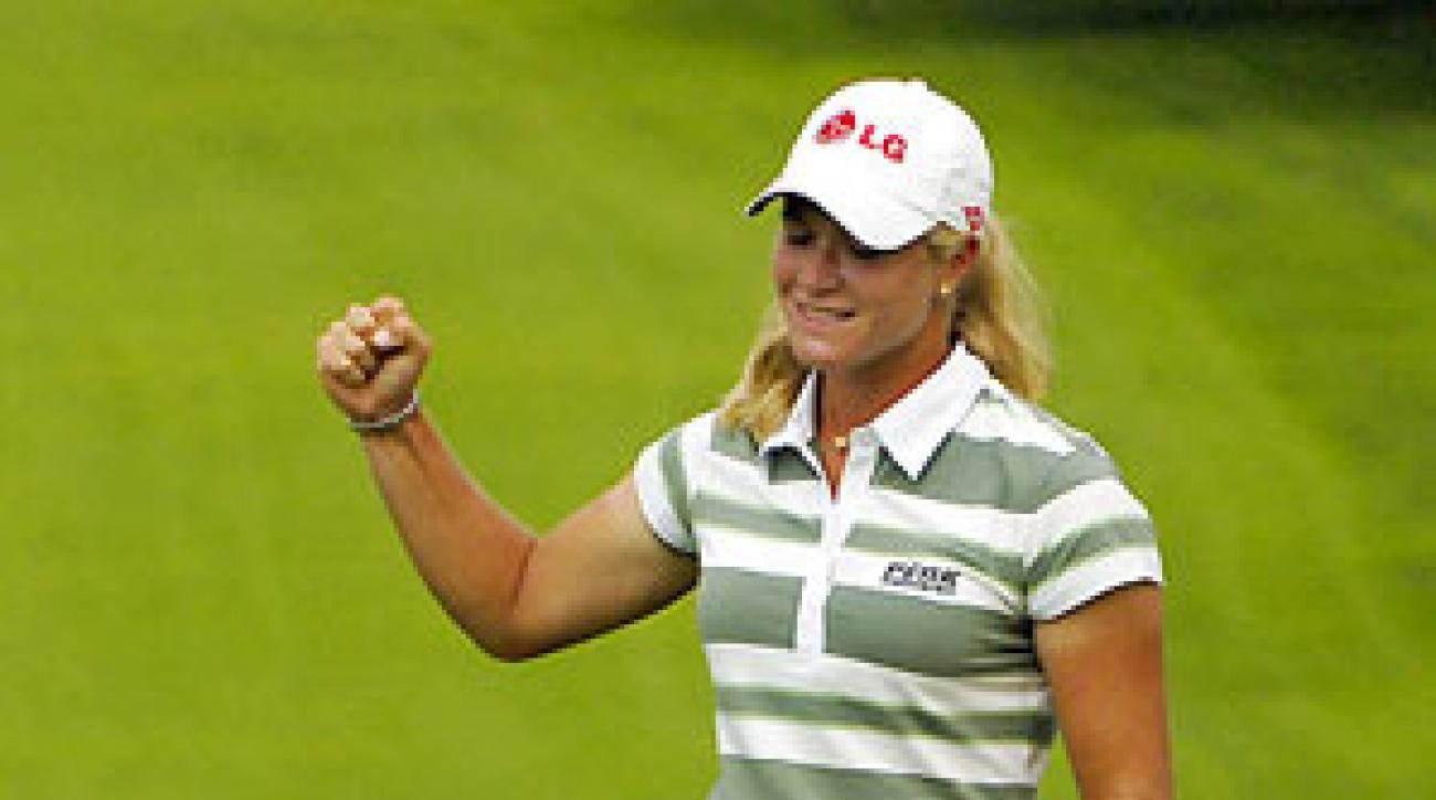 Suzann Pettersen birdied 17 and 18 to grab a three-shot lead.
