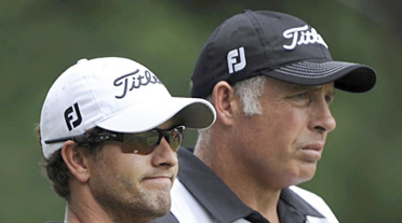 Adam Scott jumped into a tie for the lead with a little help from Tiger Woods's caddie, Steve Williams.