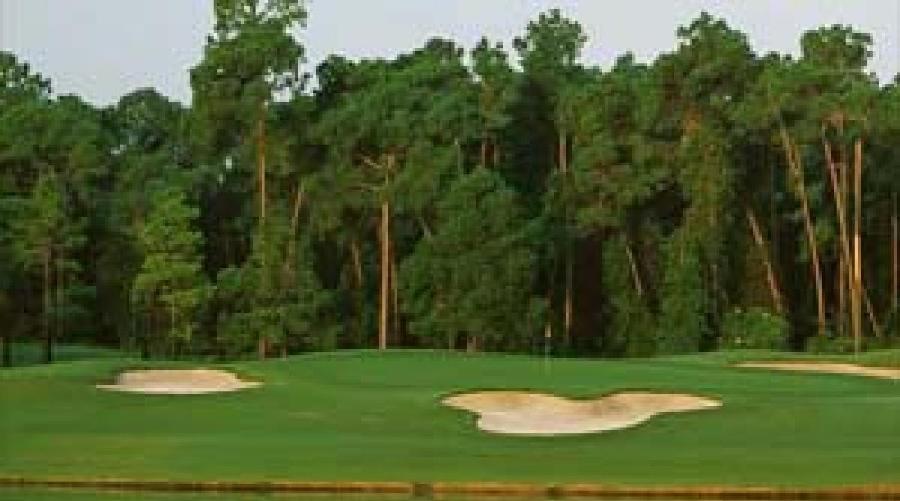"The ""Mickey Mouse"" bunker on Magnolia's 6th <span class=""picturesource"">Pete Fontaine/Sportimages</span>"