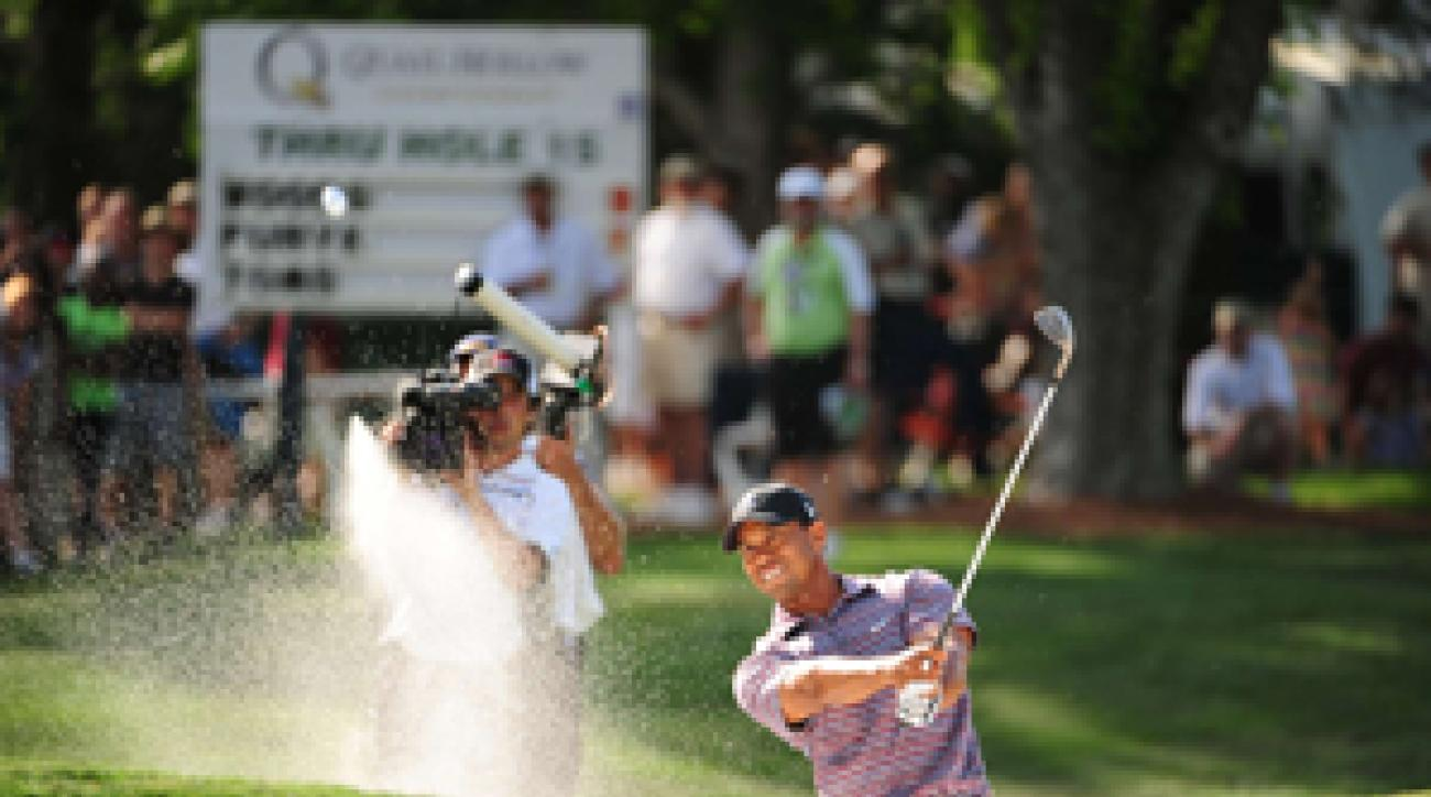 Tiger Woods bogeyed two of his final three holes on Friday.