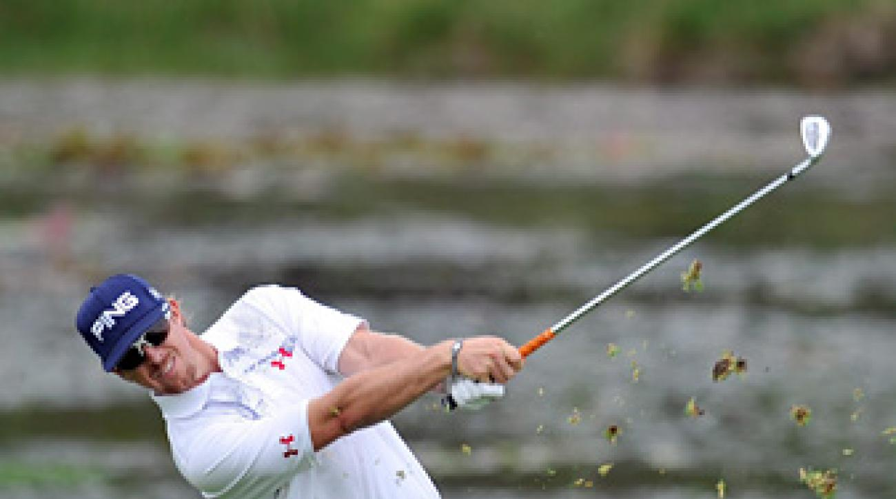 Hunter Mahan has withdrawn from the Australian Open because of soreness behind his right shoulder.