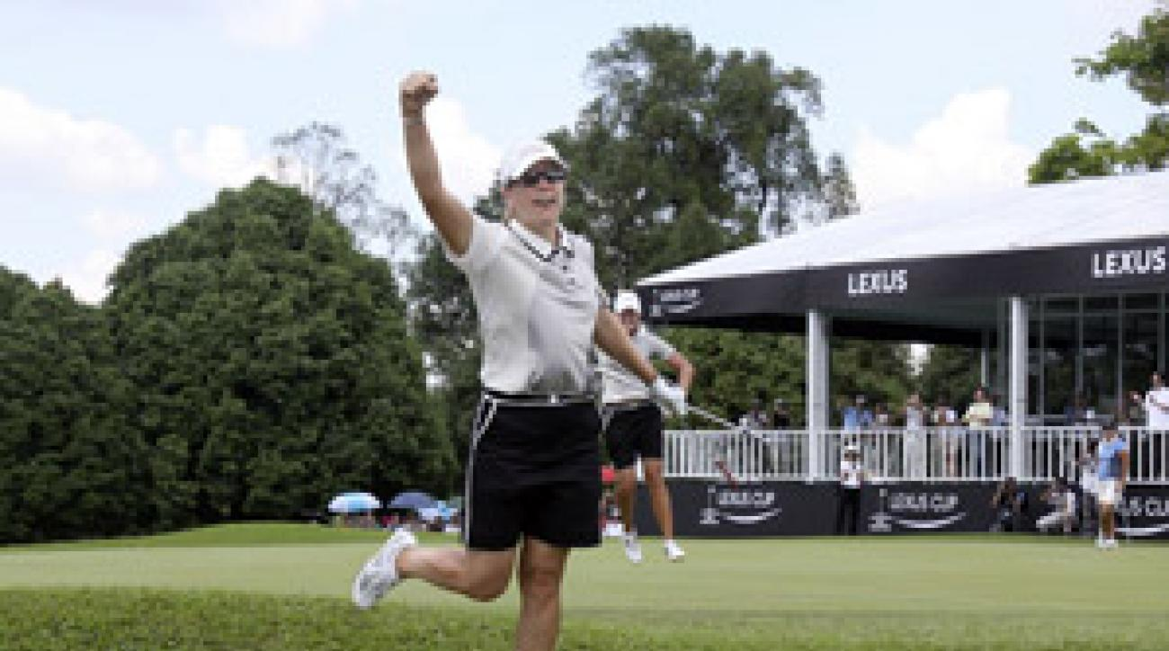 Annika Sorenstam celebrated with Suzann Pettersen after making an eagle on 18 at the Lexus Cup.