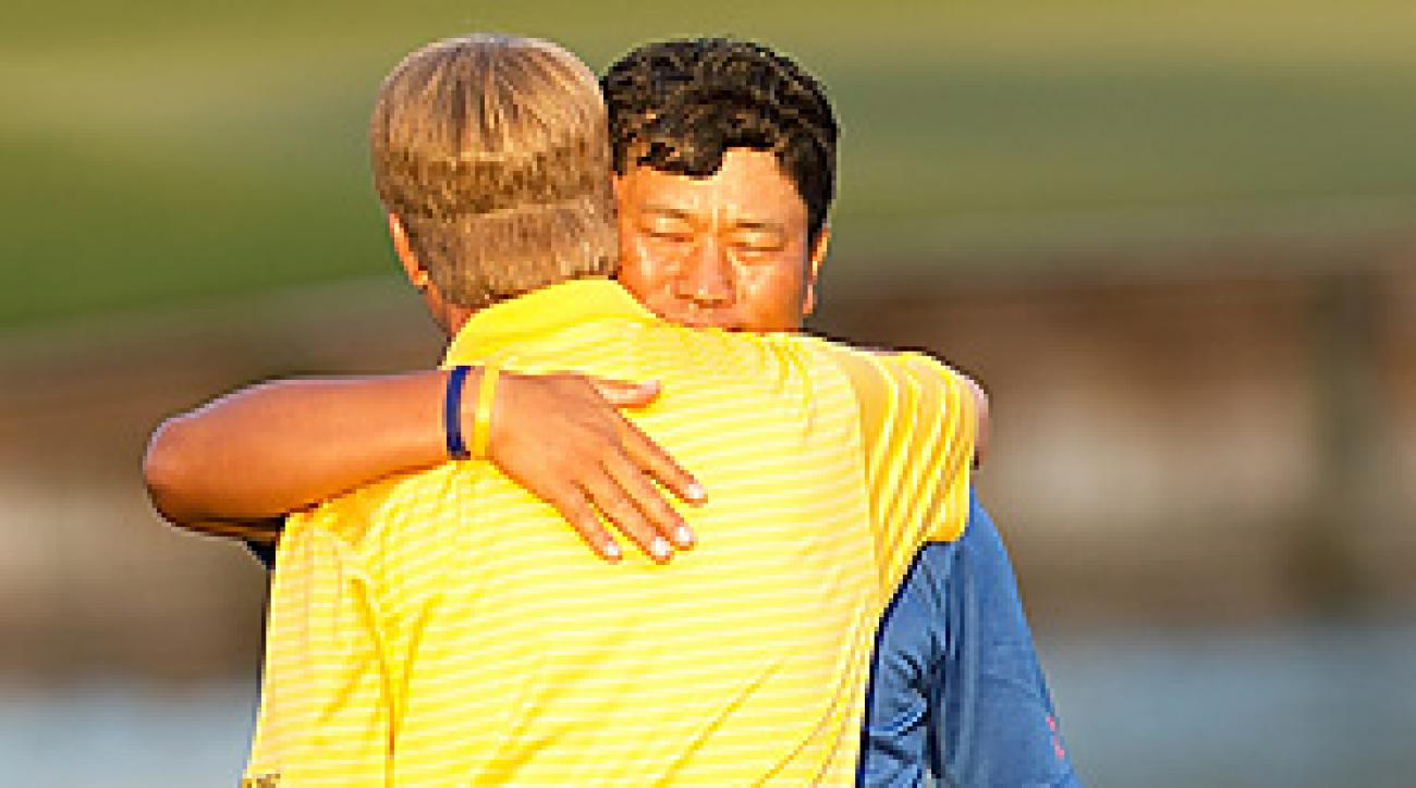 K.J. Choi beat David Toms in the first hole of sudden death at the Players Championship.