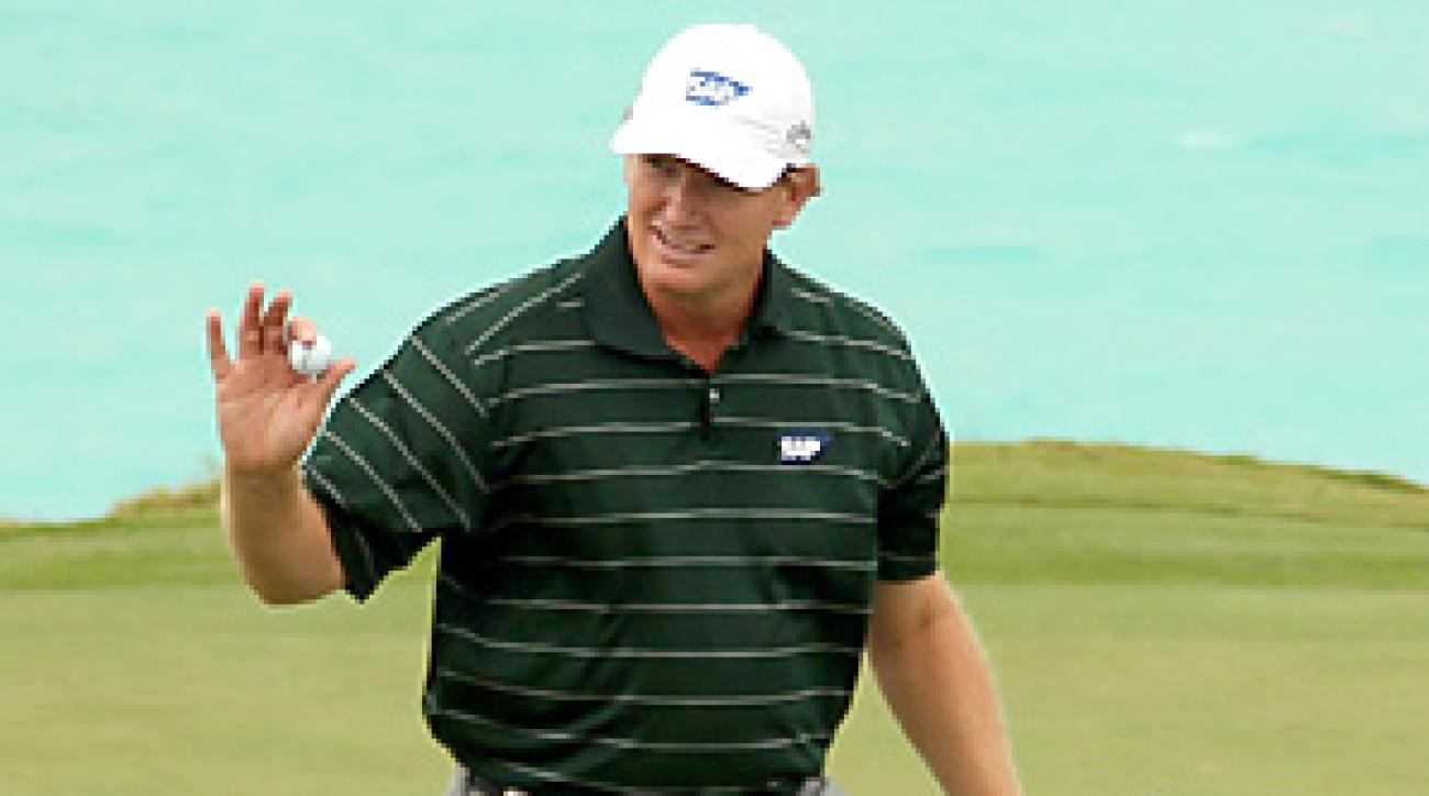 Ernie Els made three late birdies to win the Grand Slam of Golf in Bermuda.
