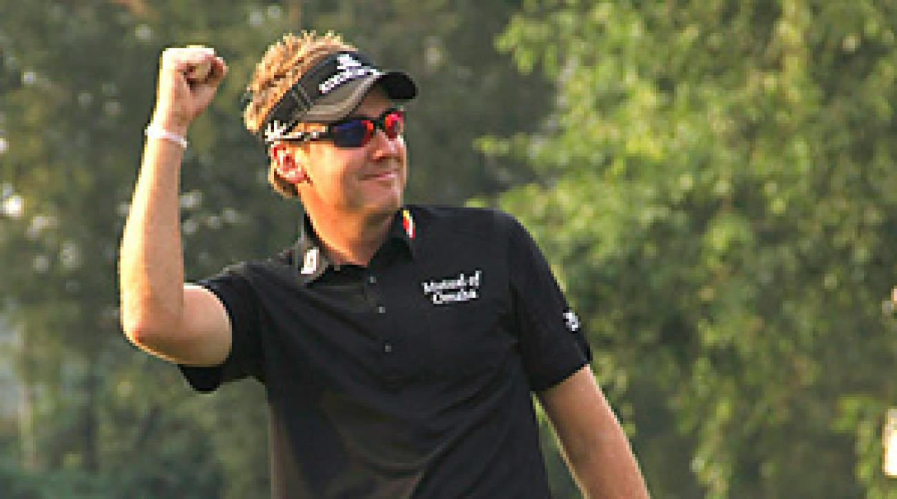 Ian Poulter's putt on 18 helped he and partner Dustin Johnson win the 2010 Shark Shootout.