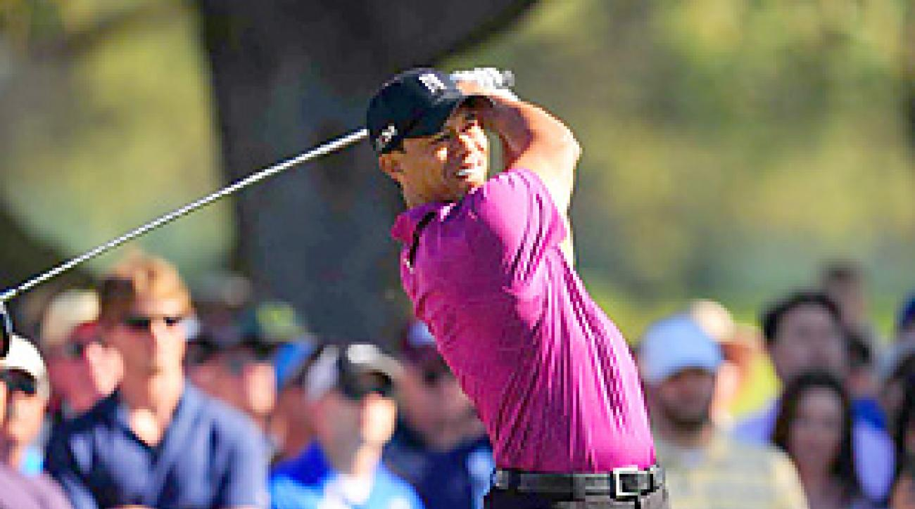 Tiger Woods went bogey-free in his first competitive round of 2011.