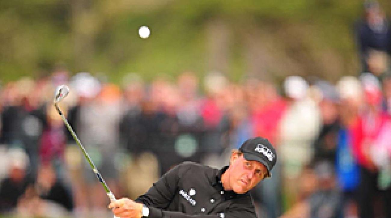 Players like Phil Mickelson prepared for the USGA groove rule with lots of practice.