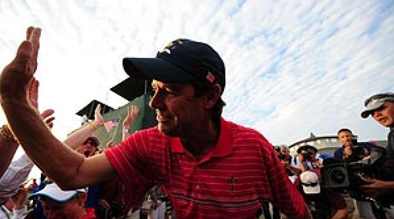 Azinger's underdog U.S. team won, 16 1/2 to 11 1/2.
