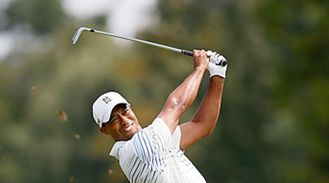 Tiger Woods fired an opening-round 66 to tie for the lead.