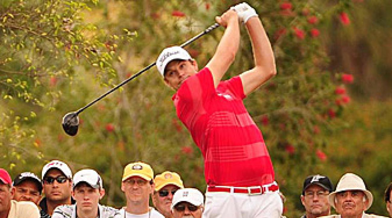Nick Watney (top) and Kyle Stanley signed with Nike for the upcoming PGA Tour season.