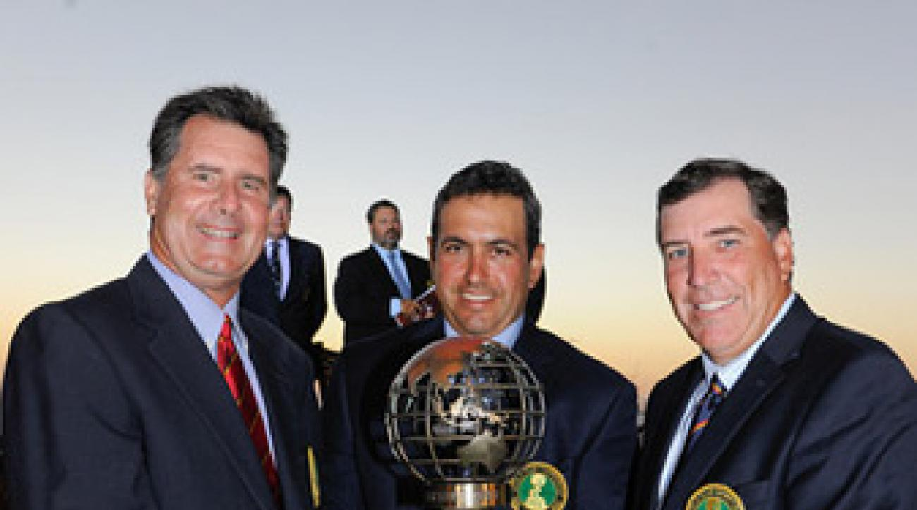 David Abell (left) and Kelly Miller (right) won the World Club Championship representing Seminole at Diamante in Cabo San Lucas, Mexico. Ken Jowdy (center) is the developer of the property.