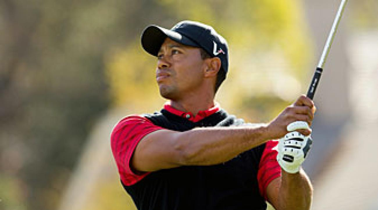 Tiger Woods birdied the final two holes to win by one.