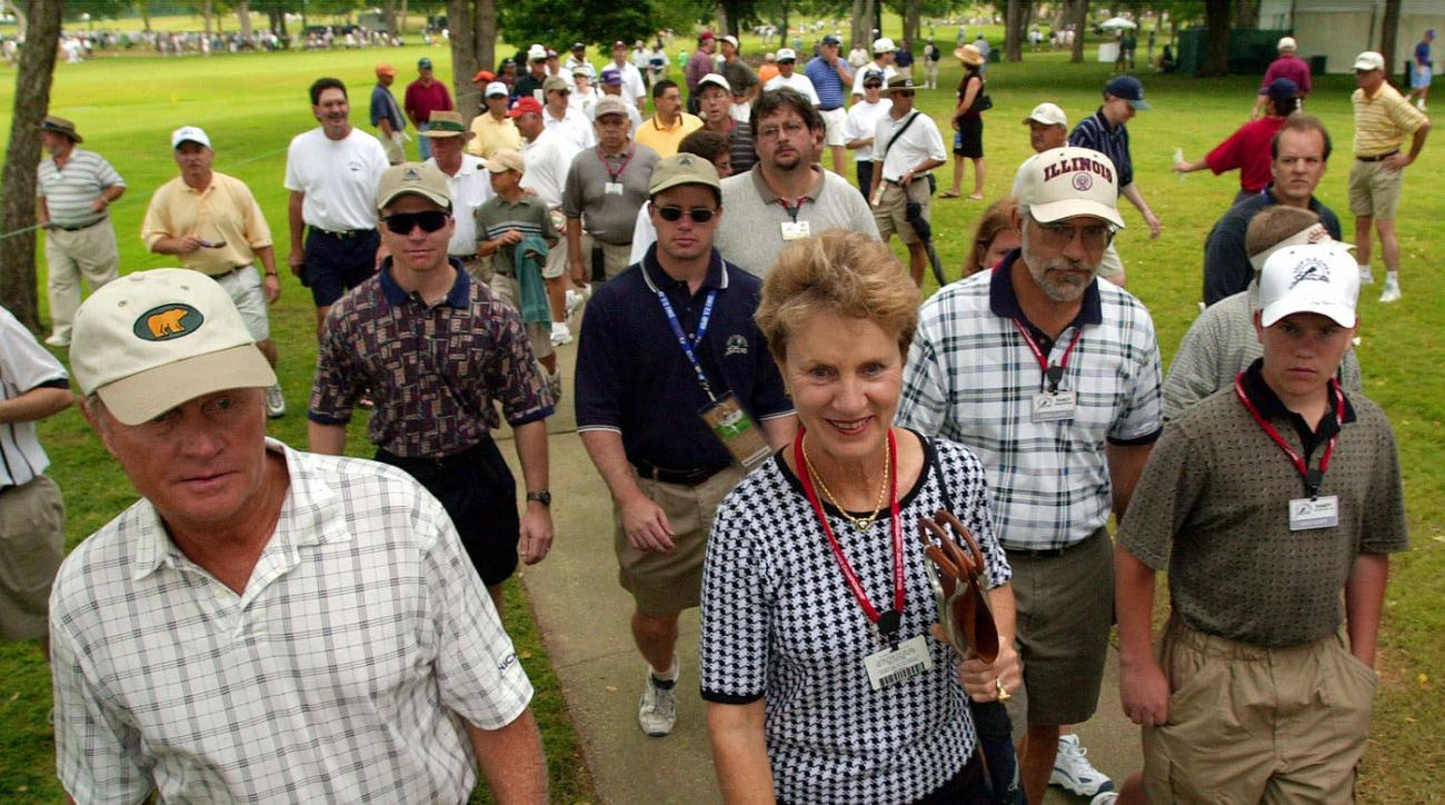 Jack and Barbara Nicklaus watch their son Gary play the 2001 U.S. Open at Southern Hills.