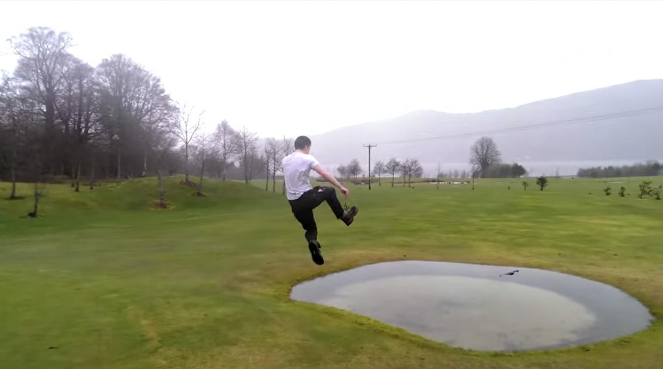 Nothing is dampening this golfer's spirits.