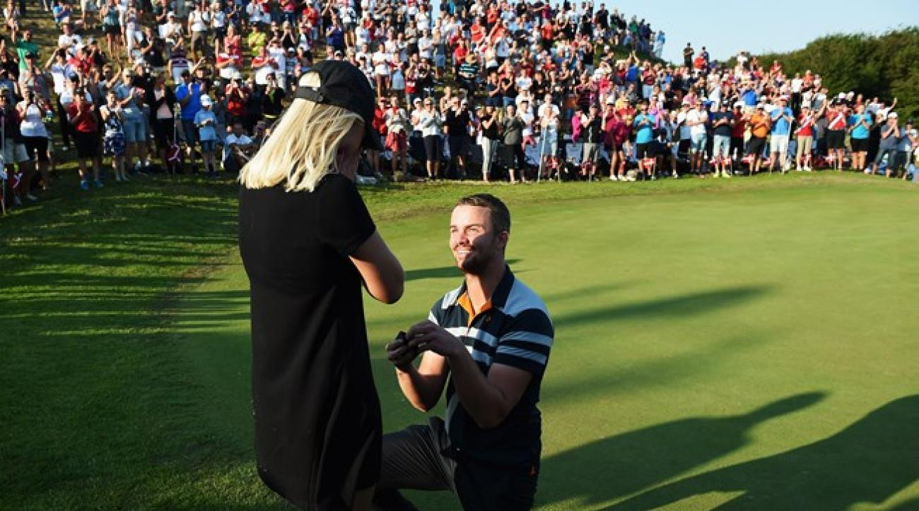 Andreas Harto proposes to his girlfriend, Louise De Fries, after birdieing the 16th hole at the 2015 Made in Denmark