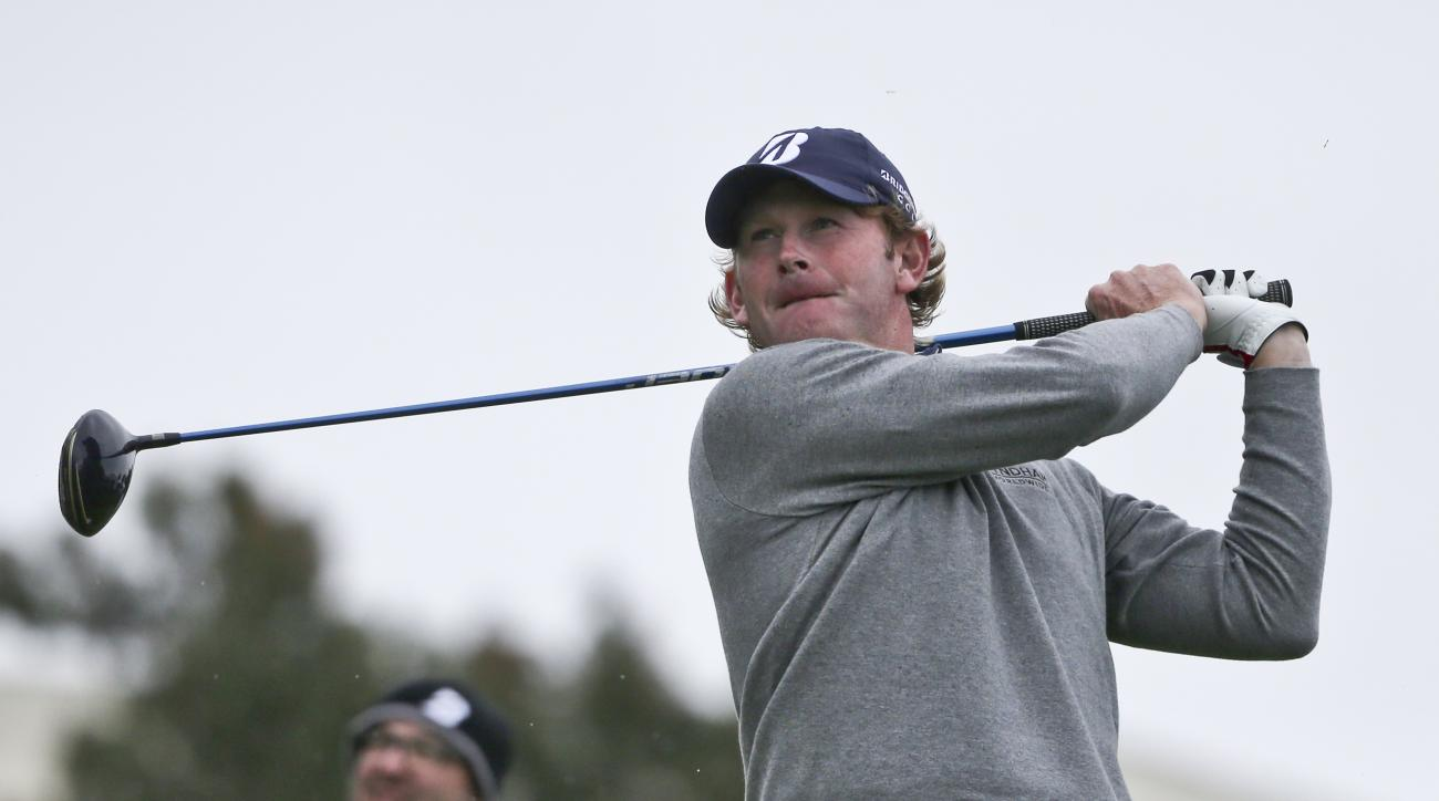 Brandt Snedeker watches his tee shot on the 18th hole at Torrey Pines during the final round of the Farmers Insurance Open golf tournament  Sunday, Jan. 31, 2016, in San Diego. (AP Photo/Lenny