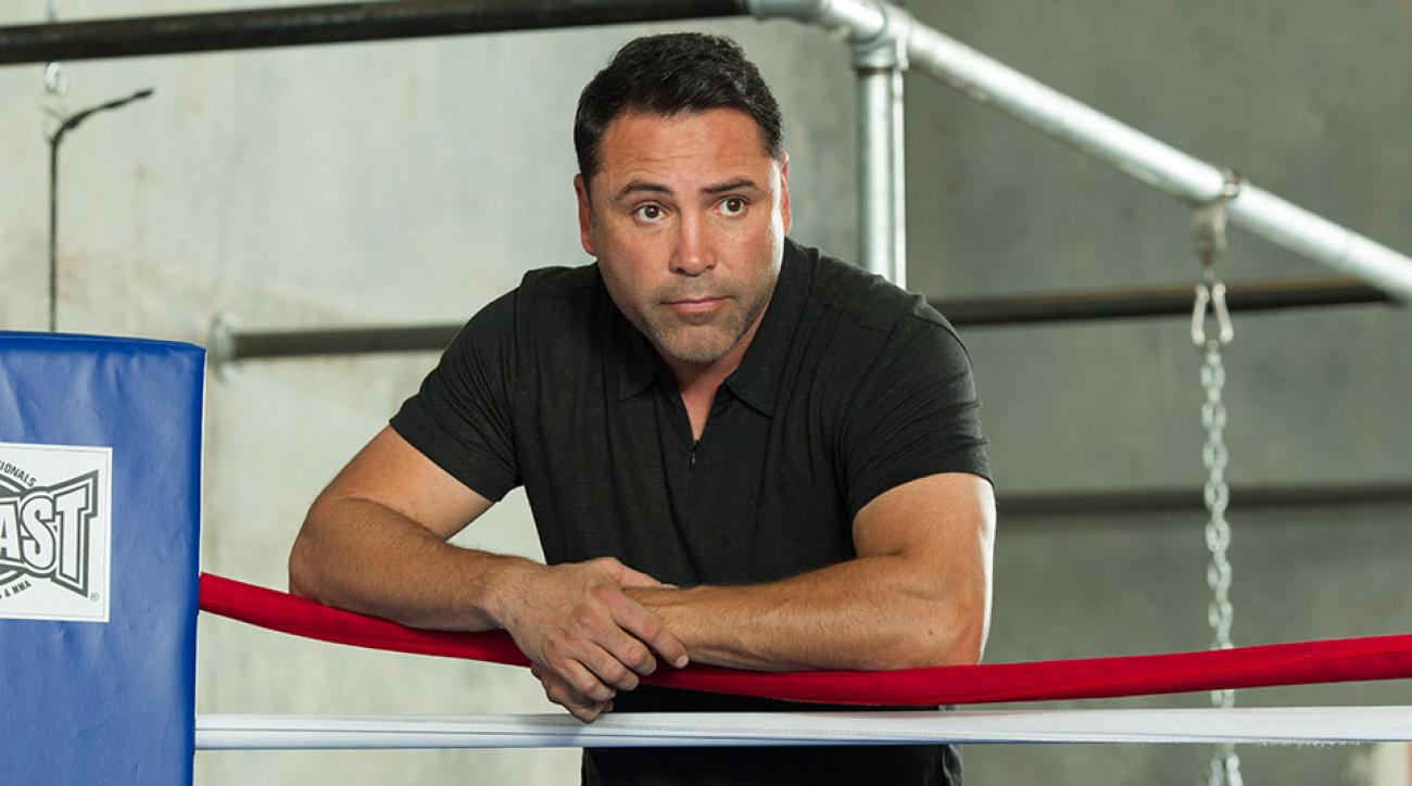 Oscar De La Hoya says Donald Trump blatantly cheated when he joined up for a round of golf two years ago.
