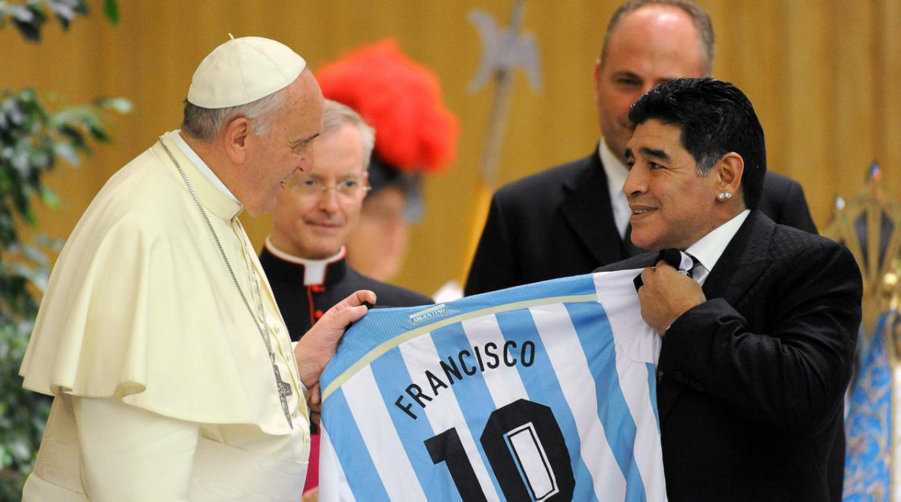 Pope Francis receives a jersey from Diego Maradona during an audience with the players of the 'Partita Interreligiosa Della Pace' at Paul VI Hall before the Interreligious Match For Peace at Olimpico Stadium on September 1, 2014 in Rome.