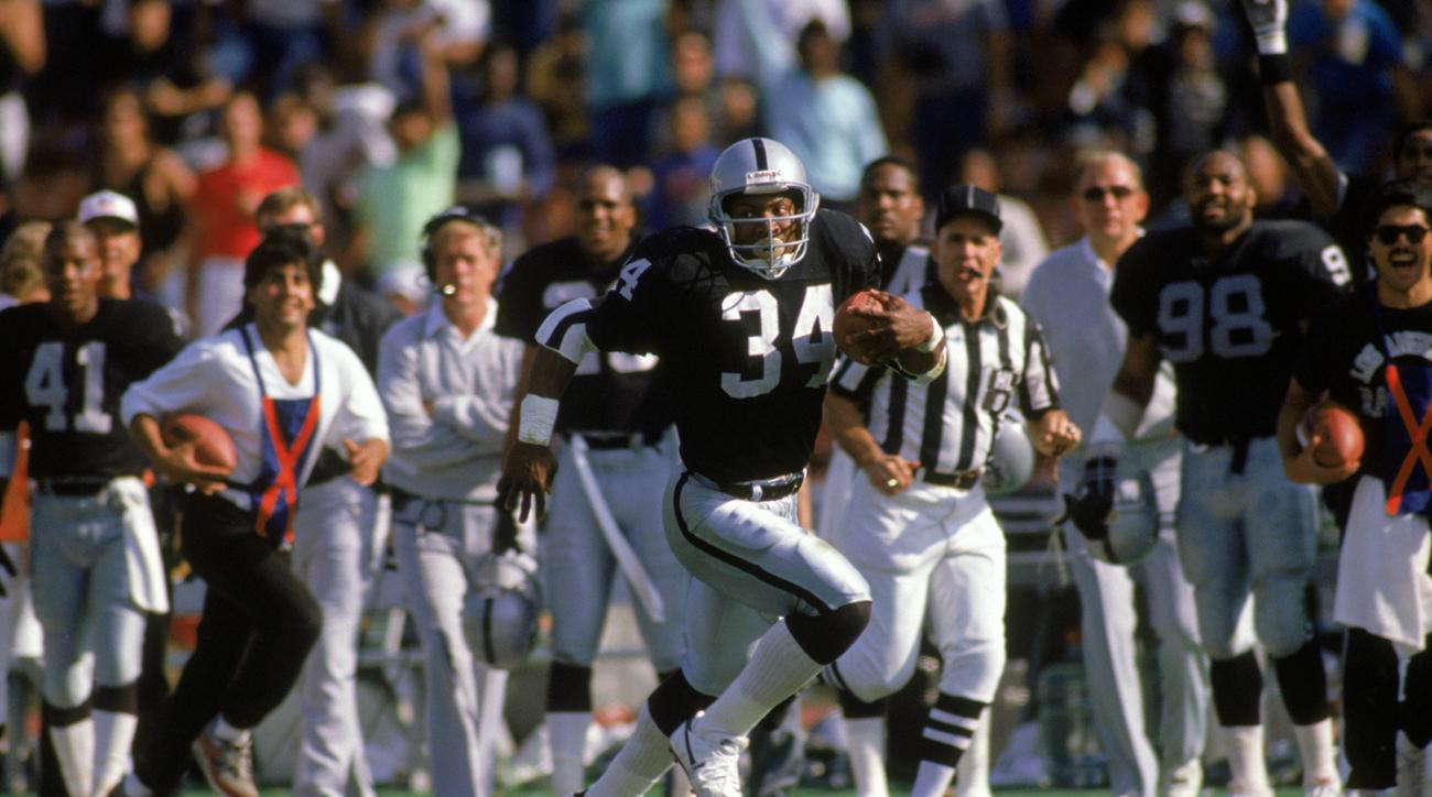The man, the myth, the legend. Bo Jackson is truly one of the greatest athletes of all-time. So it's no surprise that Jackson tops the list of fastest 40-yard dash times in NFL Combine history. In 1986, before electronic timing was implemented, Jackson ran the 40 in 4.12 seconds, an accomplishment that hasn't been beaten in nearly 30 years. (*Jackson's time was calculated before the NFL implemented electronic timing to improve accuracy.)
