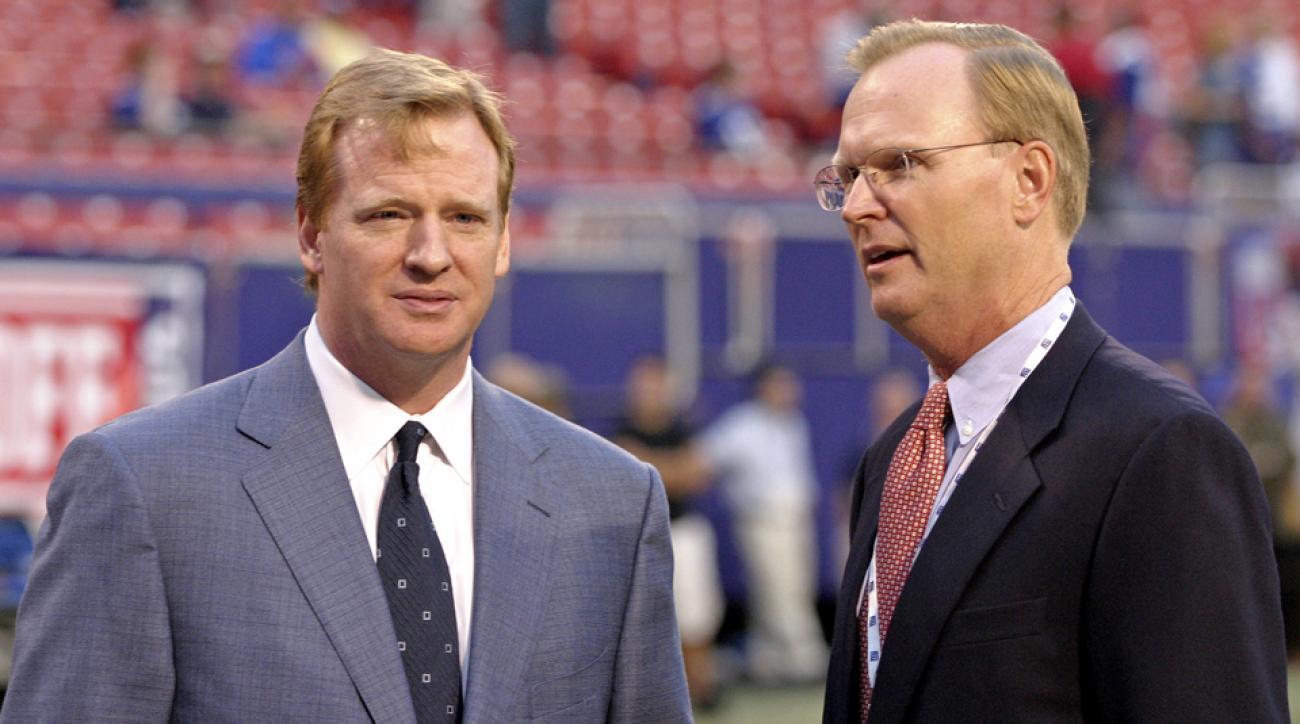 Roger Goodell (l.) and John Mara in 2006.