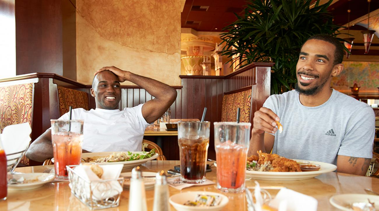 Memphis Grizzlies' Quincy Pondexter (L) and Mike Conley (R) eating lunch during a practice day.