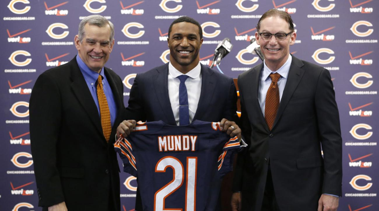 Chicago Bears general manager Phil Emery, left, poses with safety Ryan Mundy and head coach Marc Trestman after Mundy was introduced as the newest member of the team during a news conference Wednesday, March 12, 2014, in Lake Forest, Ill.
