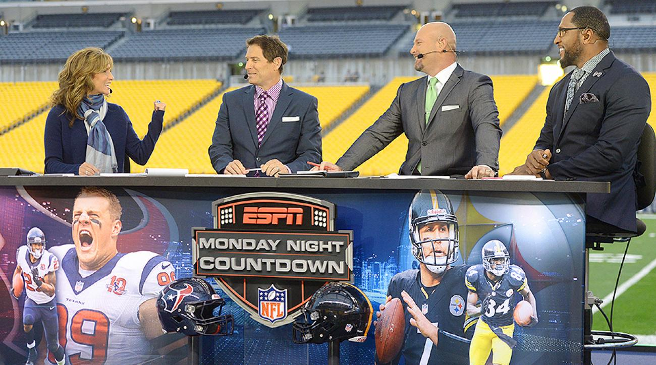 Suzy Kolber (left) with Steve Young, Trent Dilfer and Ray Lewis on the set of Monday Night Countdown.