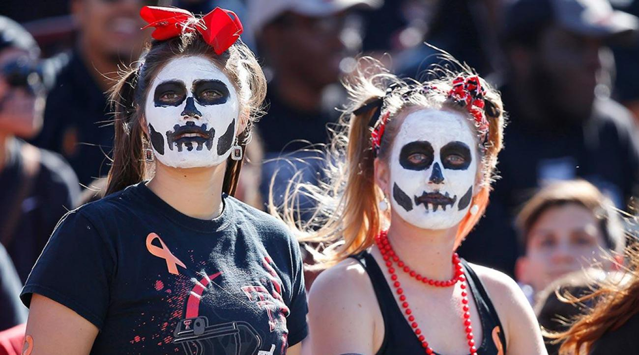College Football Superfans: Best Halloween costumes in the stands ...